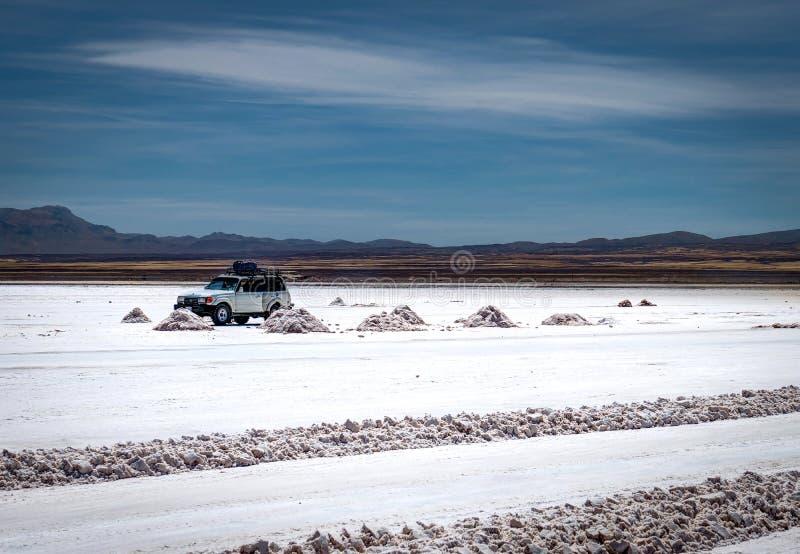 Jeep Tour Salt Flats in Salar de Uyuni Desert Bolivia fotografia stock libera da diritti