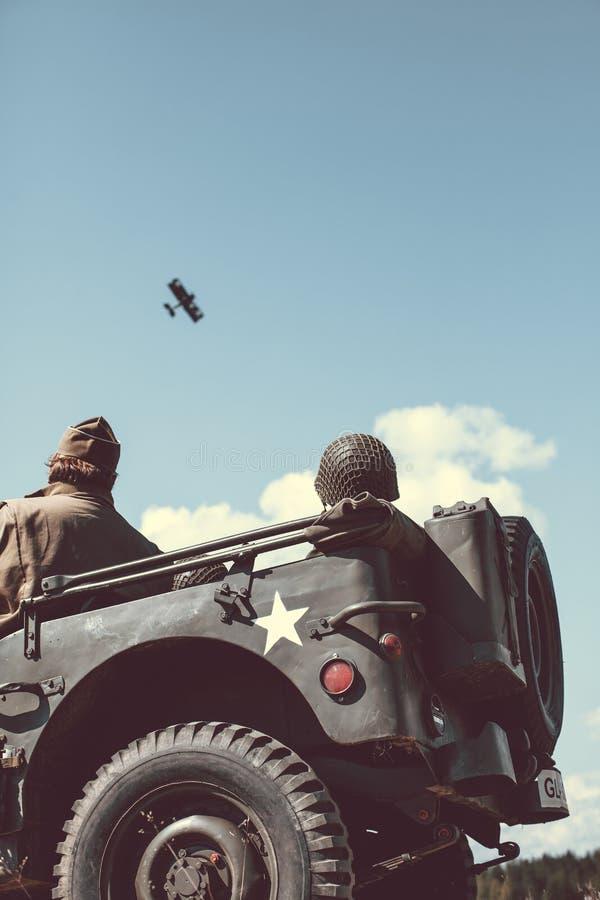 Download Jeep Viejo Del Ejército De Los EE. UU. Foto de archivo - Imagen de histórico, ejército: 44851736