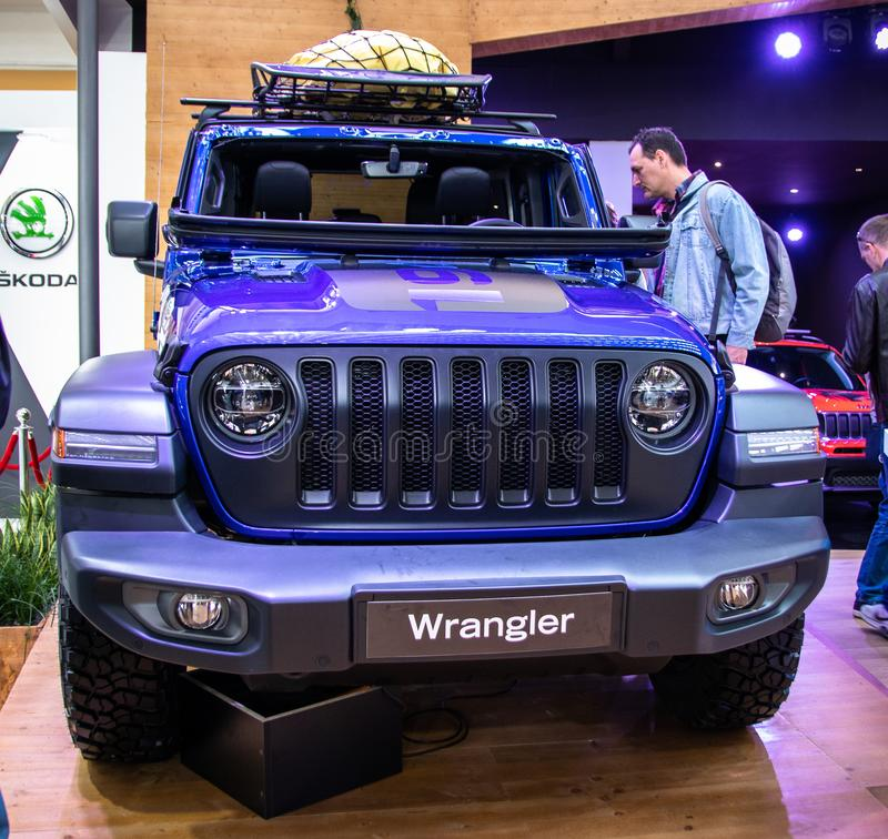 Jeep Wrangler Rubicon no 54th carro internacional e na exposição automóvel de Belgrado imagens de stock royalty free
