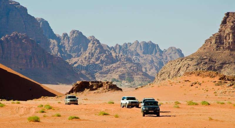 Jeepar i öknen fotografering för bildbyråer