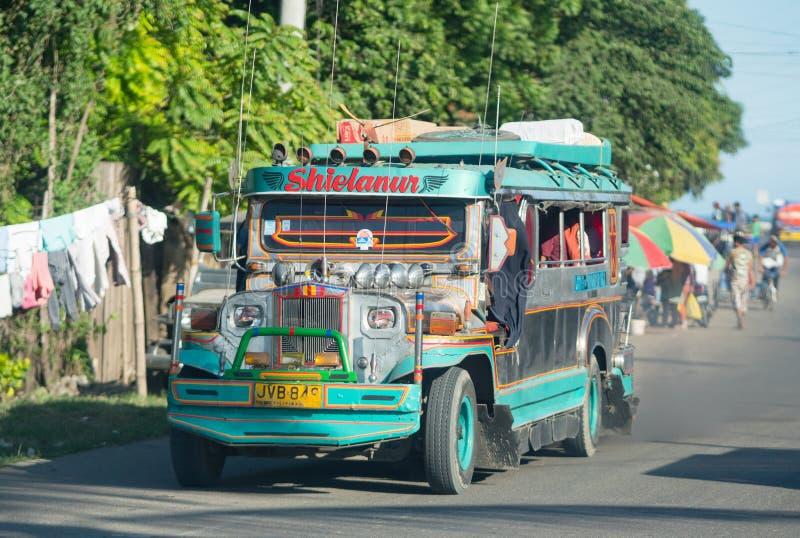 Jeepney in Zamboanga, de Filippijnen stock foto's