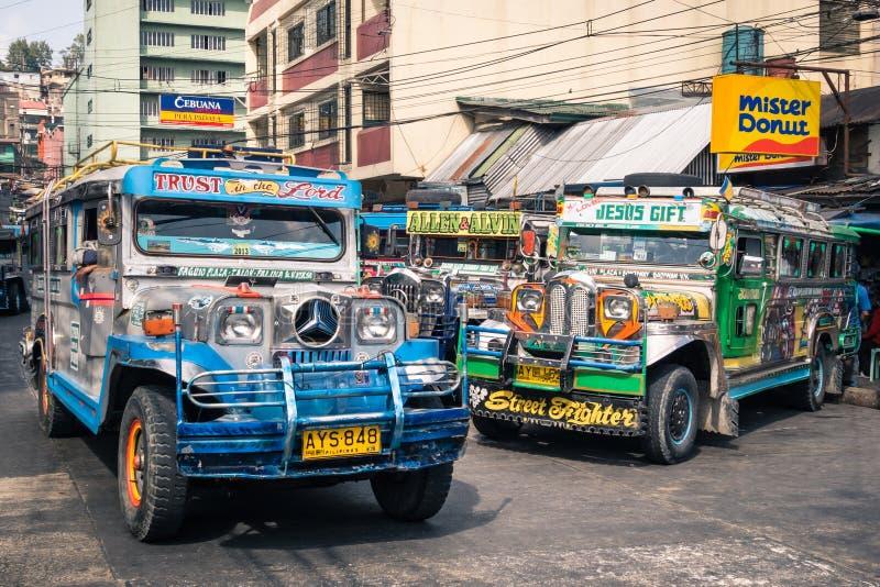 Jeepneys coloridos na estação de ônibus de Baguio Filipinas fotos de stock royalty free