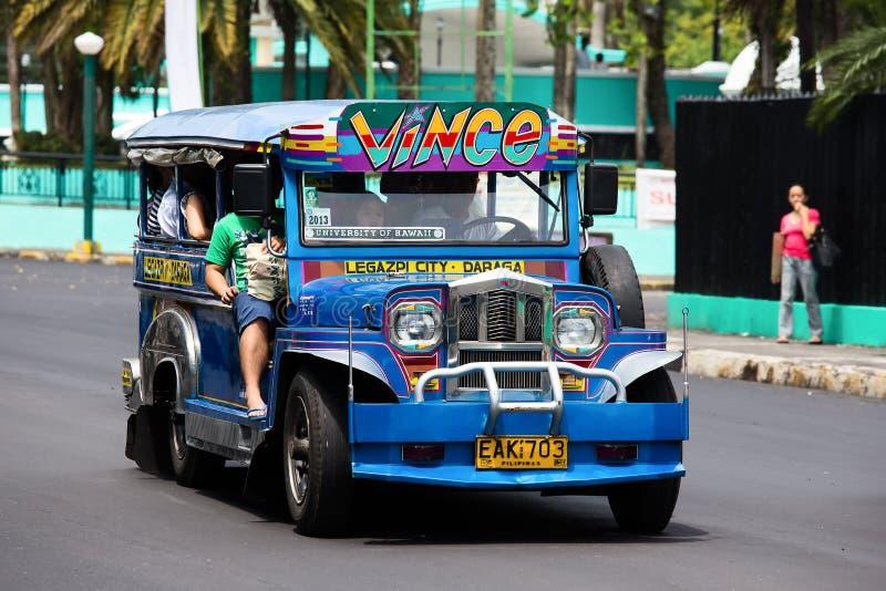 Jeepneys i Filippinerna arkivfoto