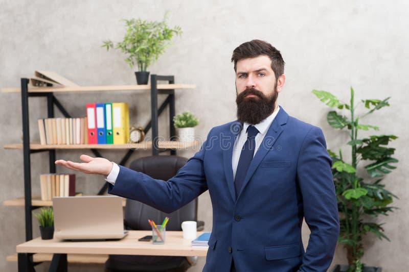 Jefe barbudo del encargado superior del hombre en oficina Carrera del negocio Comience a poseer negocio Individuo acertado del tr fotografía de archivo libre de regalías
