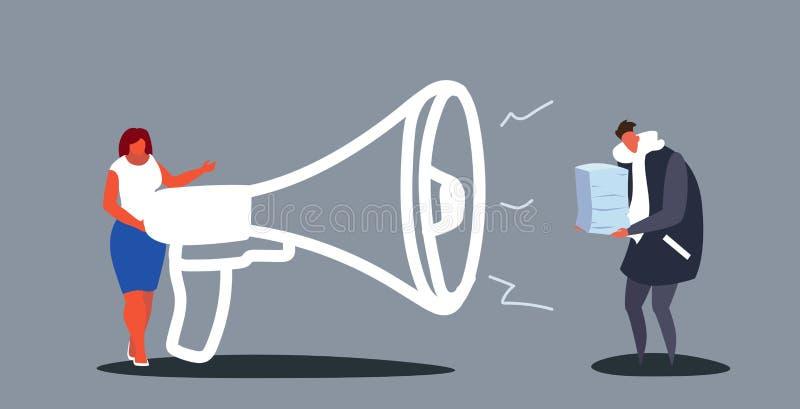 Jefe de la empresaria que grita con el megáfono en el hombre con exceso de trabajo que lleva a cabo plazo cansado del papeleo de libre illustration