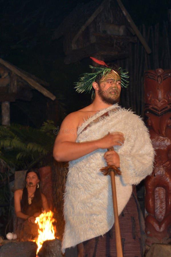 Jefe de la tribu maorí y mujer maorí foto de archivo libre de regalías