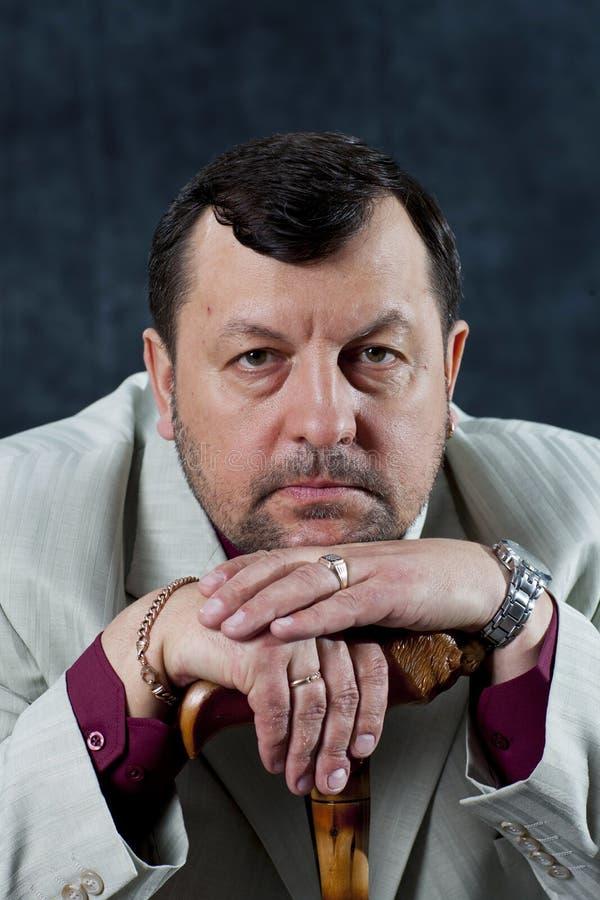 Jefe derecho de la mafia del retrato que muestra los pulgares foto de archivo libre de regalías