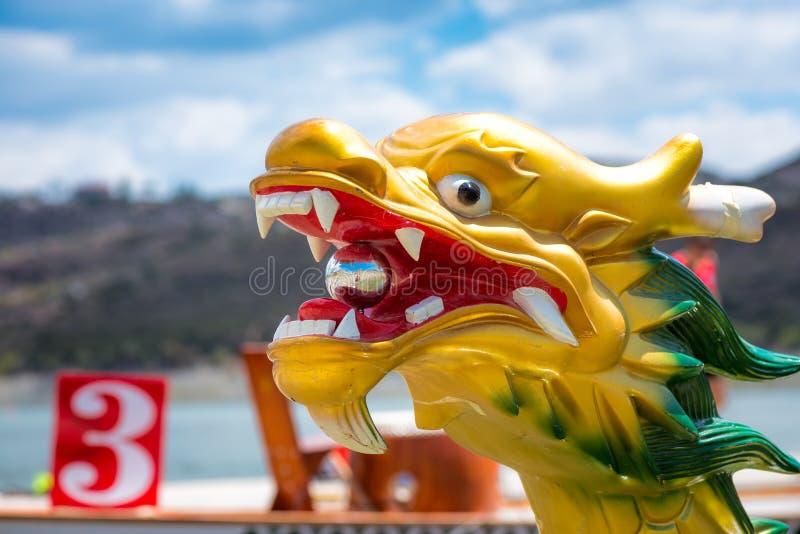 Jefe tallado y pintado del dragón de un Dragonboat imágenes de archivo libres de regalías