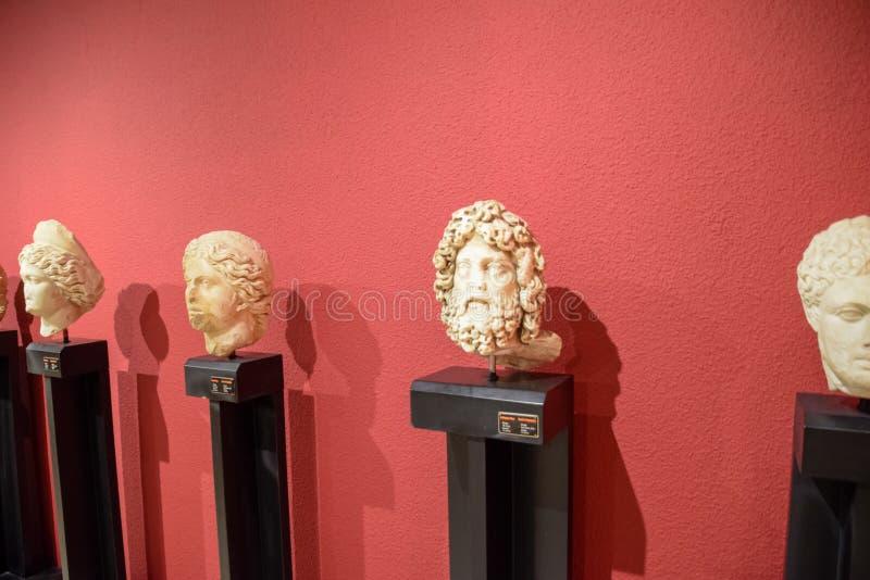Jefes de estatuas antiguas fotografía de archivo