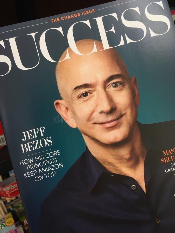 Jeff Bezos sulla copertura di rivista di successo fotografie stock libere da diritti