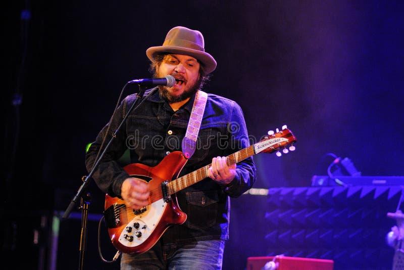 Jeff Tweedy ledningssångare av Wilco royaltyfri fotografi
