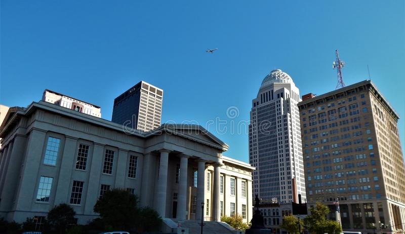 Jefferson County Courthouse e Louisville do centro imagem de stock royalty free