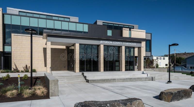 Jefferson County domstolsbyggnad i Madras Oregon royaltyfri bild