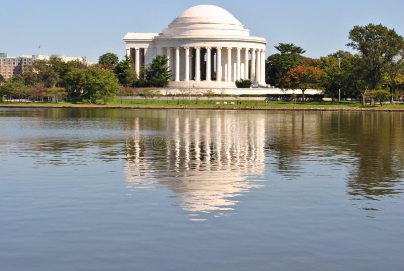 Jefferson Memorial et sa réflexion image libre de droits