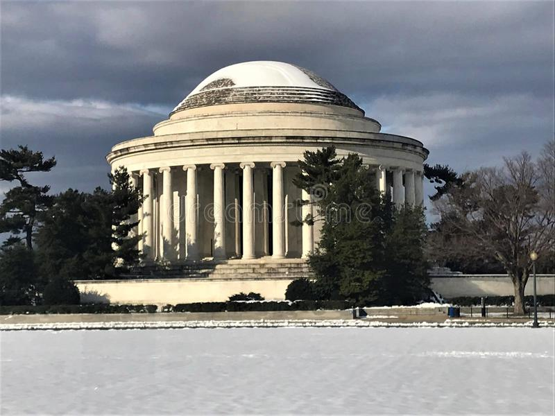 Jefferson Memorial im Winter-Schnee stockfotos