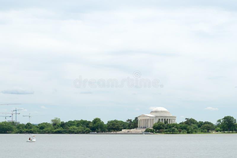 Jeffersongedenkteken door het water in gelijkstroom royalty-vrije stock foto's