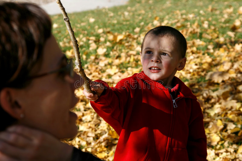 jego matka chłopca zdjęcia royalty free