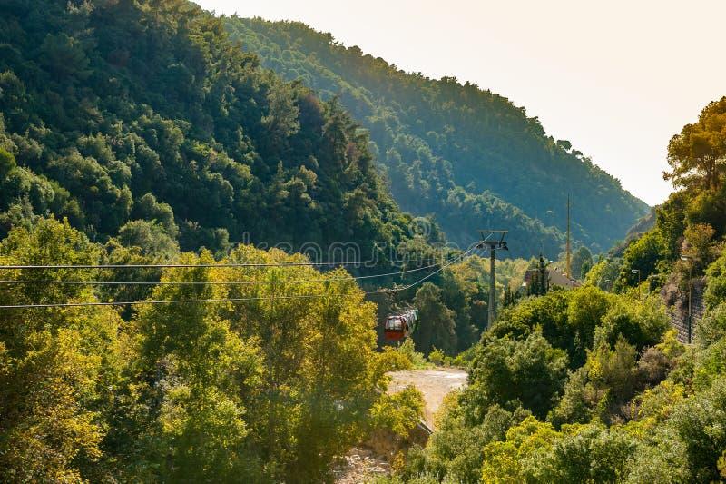 Jeita-Grottenkabelbahn lizenzfreie stockfotografie