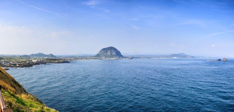 Jeju-делают, Корея - 11-ое апреля 2015: Взгляд следа Olle никакой 10 стоковые изображения rf