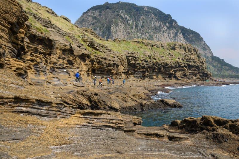 Jeju-Do, Korea - 11. April 2015: Ansicht der Yongmeori-Küste herein lizenzfreie stockfotos