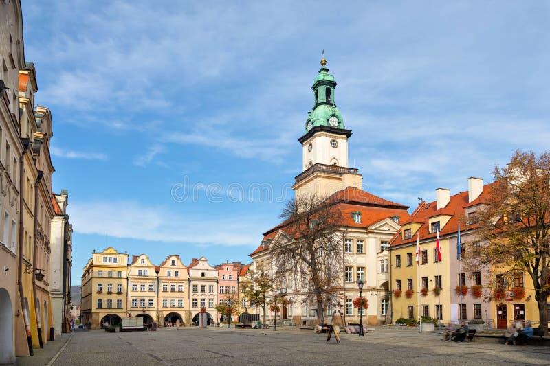 Jelenia Gora, Polen Aussicht auf Markt und Rathaus stockfotografie