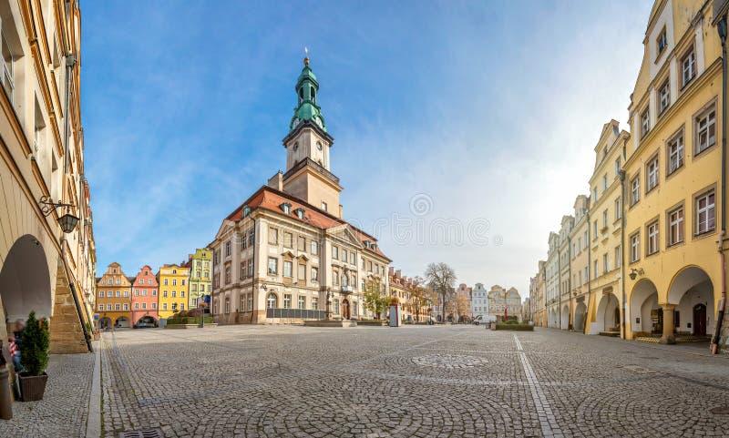 Jelenia Gora, Polen Aussicht auf Markt und Rathaus stockbild