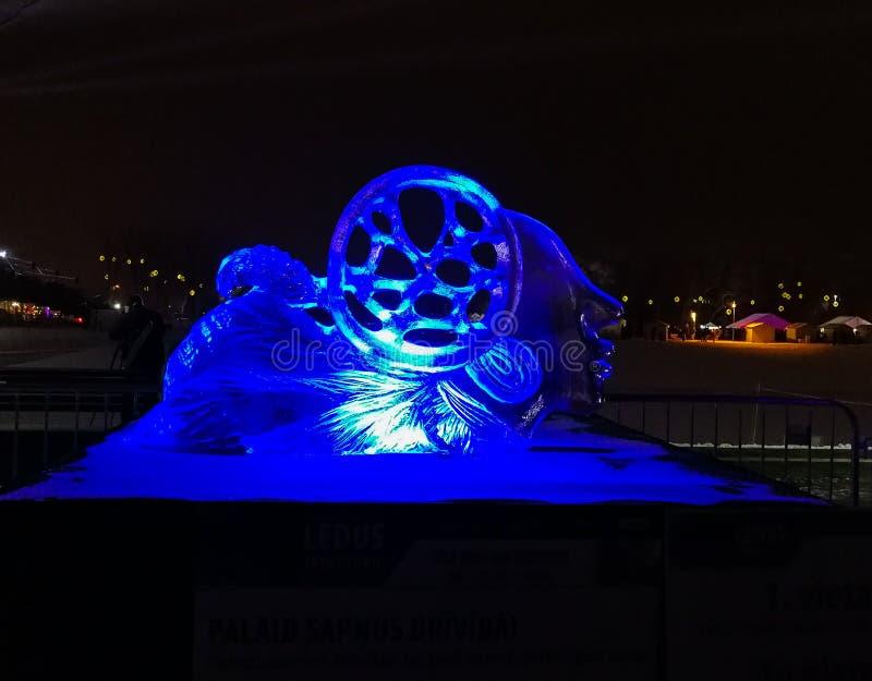 Jelgava/Letonia - 10 de febrero de 2017: Pequeño sculptu tallado del hielo imagen de archivo libre de regalías
