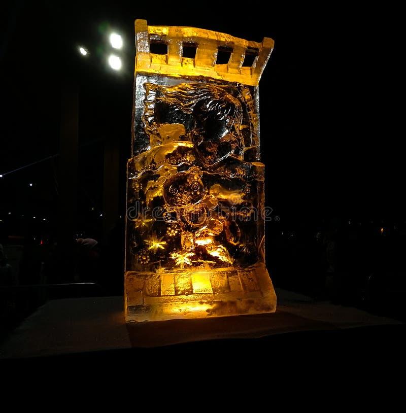 Jelgava/Lettonia - 10 febbraio 2017: Piccolo sculptu scolpito del ghiaccio fotografia stock libera da diritti
