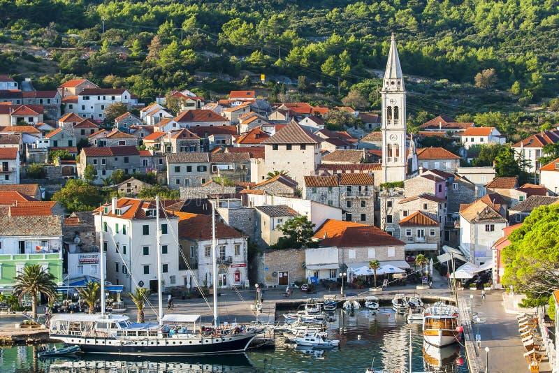Jelsa agradable en Hvar en Croacia imagen de archivo