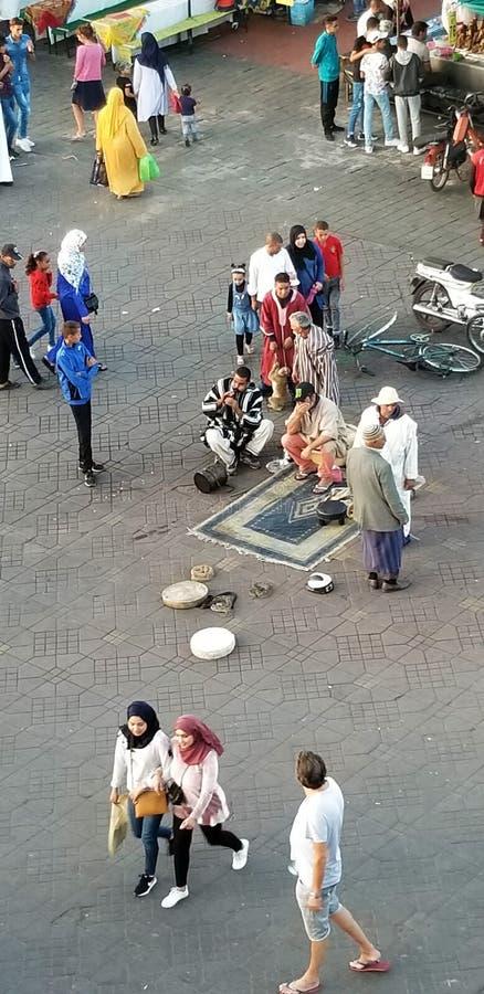 Jemaa el-Fnaa - главная площадь Marrakech's и большинств важная часть medina стоковые фотографии rf