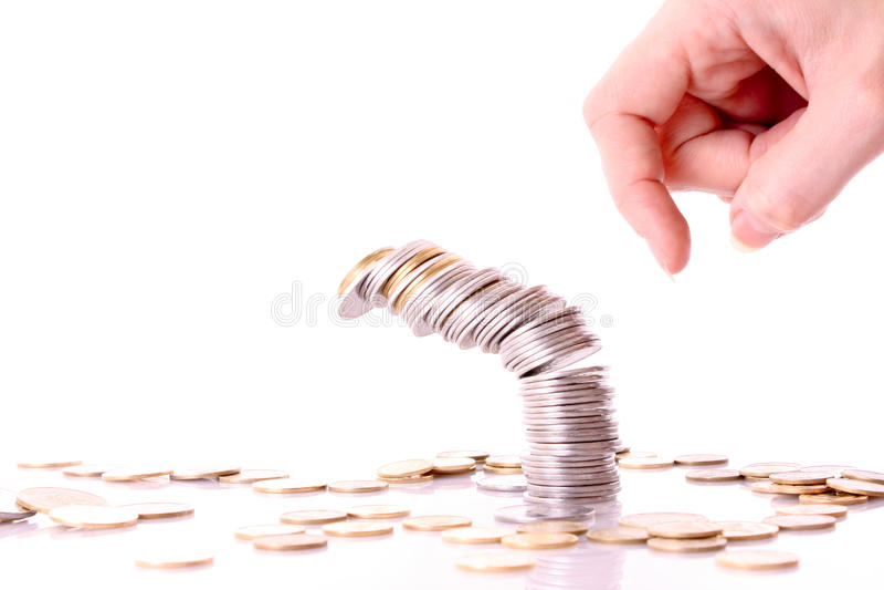 Jemand zerschmettern Münzenspalte lizenzfreie stockfotografie