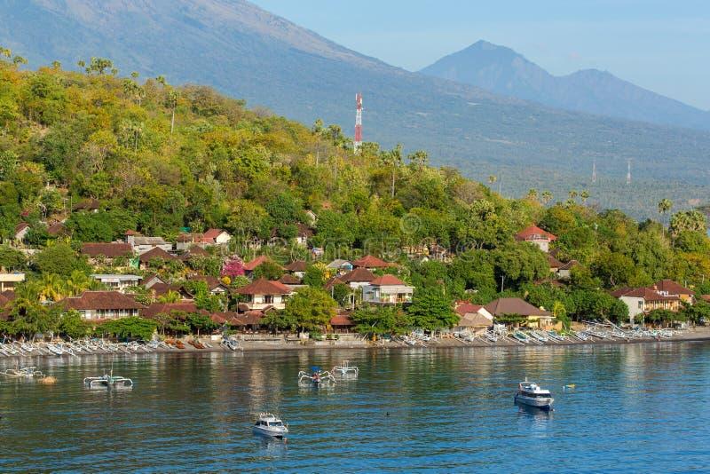 Jemeluk plaża i piękna błękitna laguna z Gunung Agung wulkanem fotografia royalty free