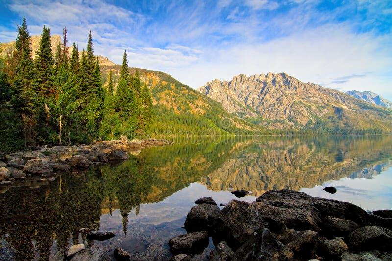 Jenny Lake i den storslagna Teton nationalparken, Wyoming royaltyfri foto