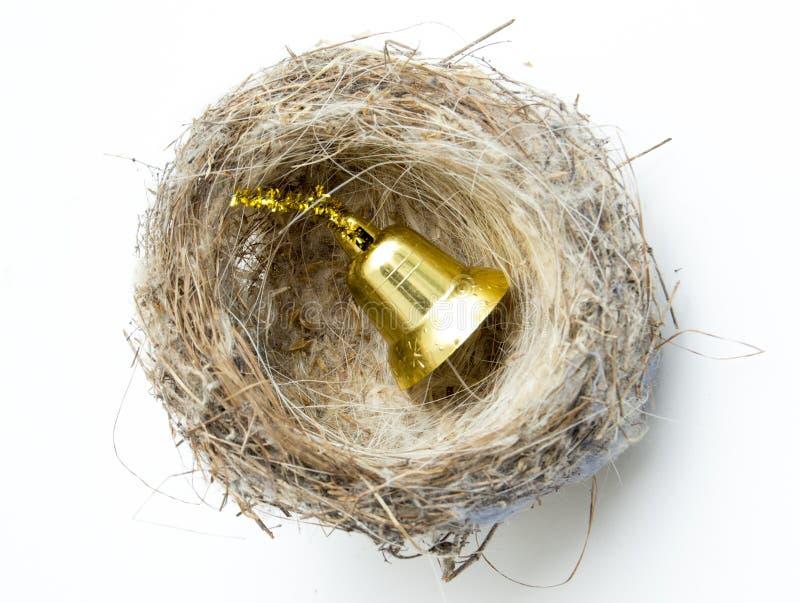 jerarquía del pájaro con la campana del oro de la decoración de la Navidad foto de archivo libre de regalías