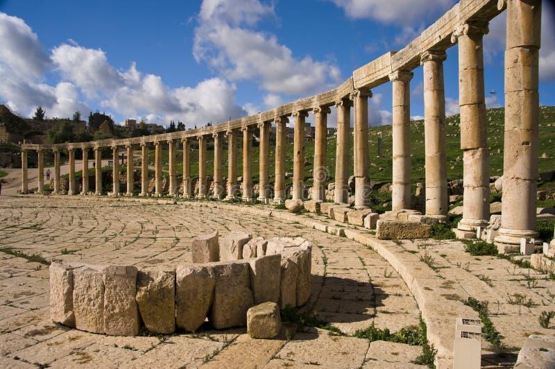 jerash Иордан колонок стоковая фотография rf