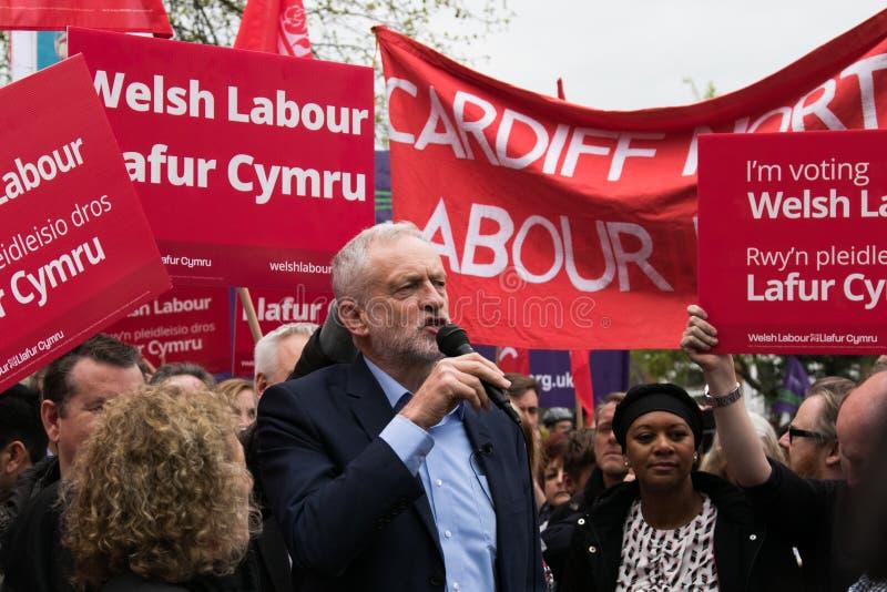 Jeremy Corbyn visita a terra comum de Whitchurch, Cardiff, Gales do Sul, Reino Unido foto de stock