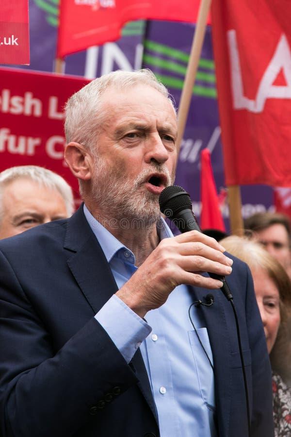 Jeremy Corbyn visita a terra comum de Whitchurch, Cardiff, Gales do Sul, Reino Unido imagens de stock royalty free