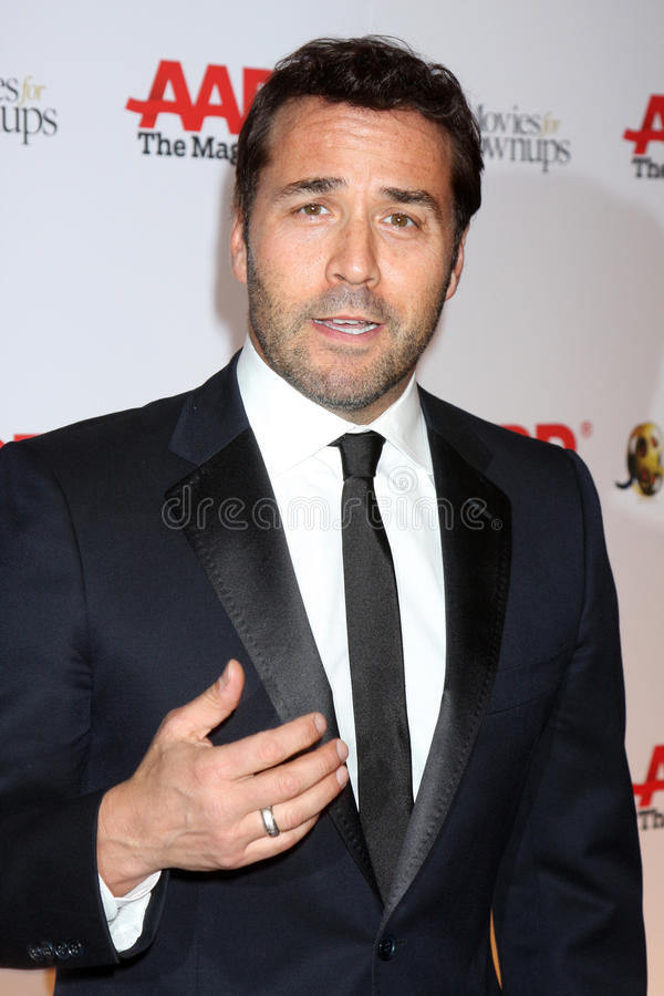 Download Jeremy Piven editorial photo. Image of 2010, photo, wilshire - 32458446