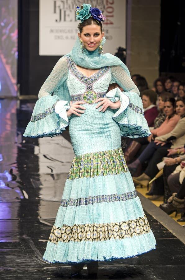 JEREZ DE LA FRONTERA, ESPAGNE - 9 FÉVRIER : Les modèles marchent sur la passerelle de Carmen Vega pendant le Pasarela Flamenca Jer image stock