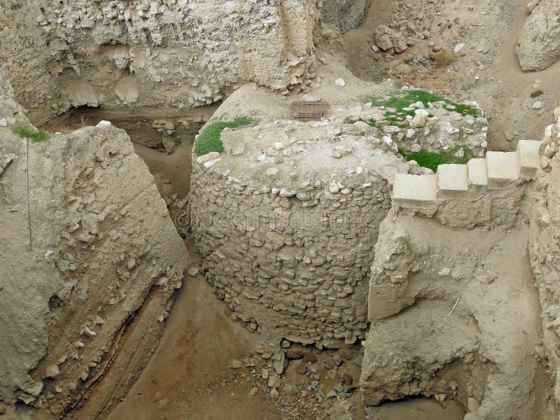 Jericó: restos de torres y de paredes de la ciudad foto de archivo