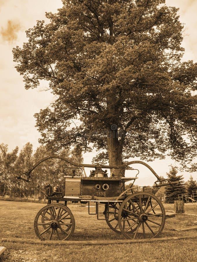 Jeringuilla de madera de la lucha contra el fuego Equipo extintor fotografía de archivo