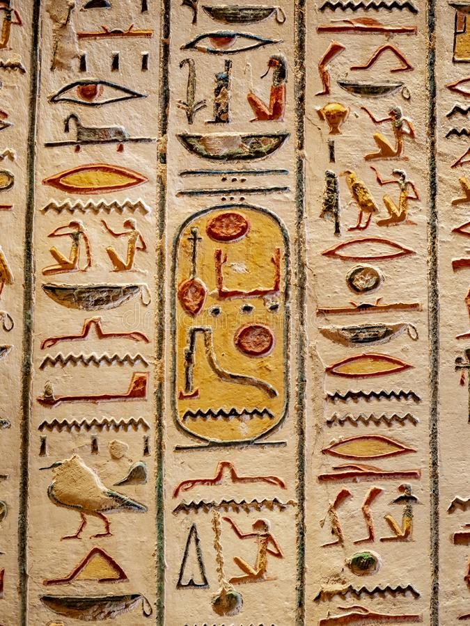 Jeroglíficos antiguos del valle de los reyes en Thebes Luxor Egipto imagen de archivo libre de regalías