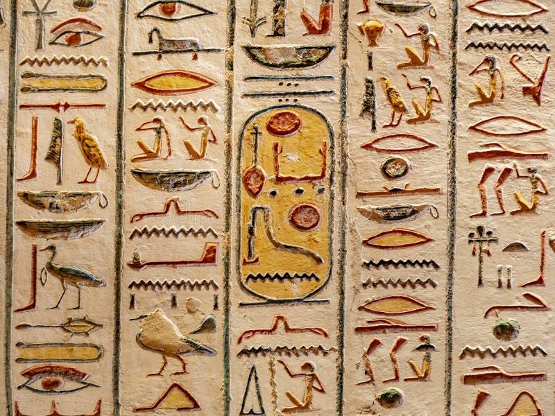 Jeroglíficos del valle de los reyes, Thebes Luxor, Egipto fotos de archivo