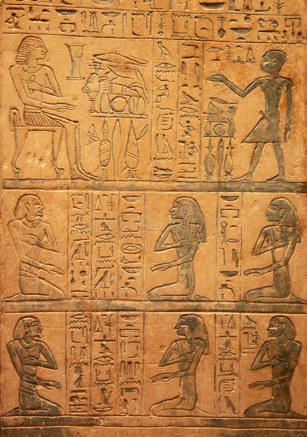 Jeroglíficos en la pared imagen de archivo