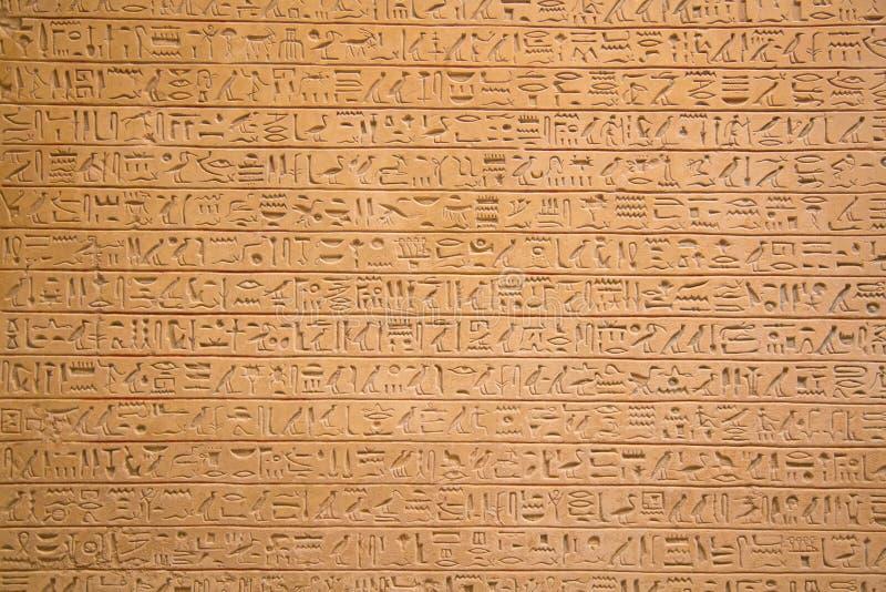 Jeroglíficos en la pared imagenes de archivo