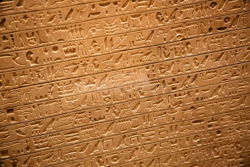Jeroglíficos en la pared fotos de archivo
