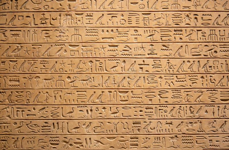 Jeroglíficos en la pared foto de archivo libre de regalías