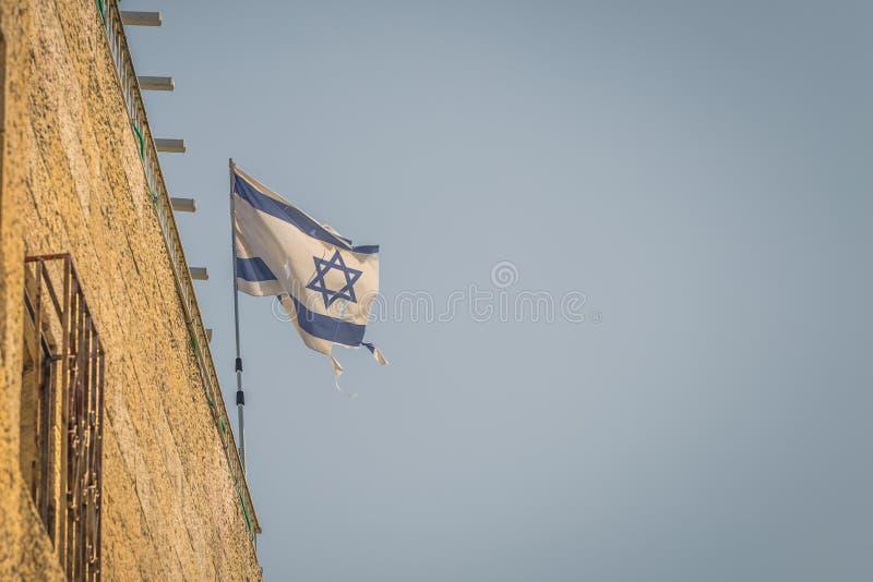 Jerozolima - październik 2018: Flaga Izraela w Starym MieÅ›cie Jerozolimy, Izrael zdjęcia stock