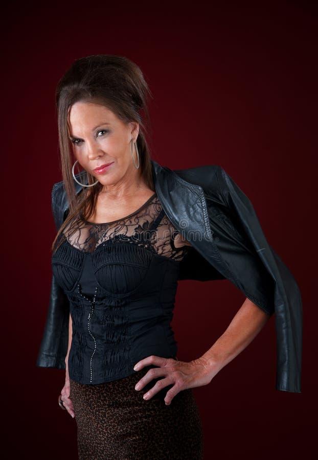 Jersey-Arthausfrau in der reizvollen Kleidung lizenzfreies stockbild