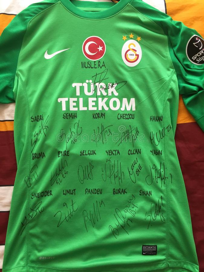 Jersey av Muslera från Galatasaray arkivfoto